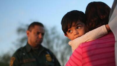 Los inmigrantes ya no se sienten seguros con la policía. Estas son sus alternativas