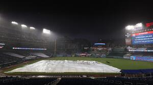 Con lluvia y triunfo de los NY Yankees regresó la MLB