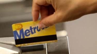 A partir de hoy, vacúnate y recibe gratis una tarjeta MetroCard, boleto LIRR o Metro-North