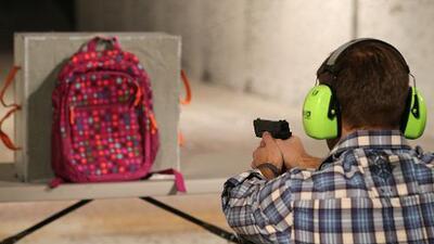 Corredores curvos y arena para gatos: regresar a clases en la era de los tiroteos escolares