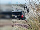 Arrestan a un hombre acusado de intentar enterrar viva en una playa a su esposa