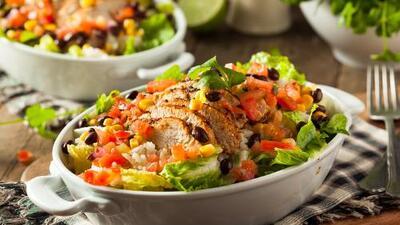 Ensalada mexicana de aguacate y pollo   Reto 28