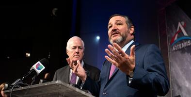 Los dos senadores por Texas apoyan que se vote al nuevo juez de la Corte Suprema antes de la elección