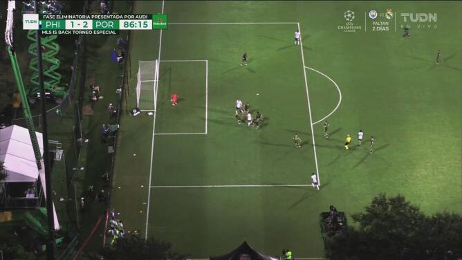 Przybyłko se alcanza a ilusionar con el empate, pero el árbitro decreta fuera de juego