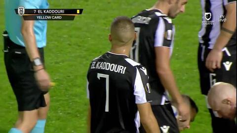 Tarjeta amarilla. El árbitro amonesta a Omar El Kaddouri de PAOK Salonika