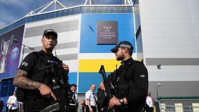 Detienen a un sospechoso de apuñalar a un fanático británico tras el PSG vs. Manchester United