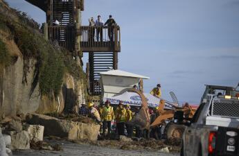 Sube a tres muertos y dos heridos las víctimas en Encinitas: esto es lo que se sabe del derrumbe en una playa de San Diego (fotos)