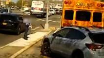Buscan a hombre que dejó en estado grave a conductora de autobús escolar después de atropellarla intencionalmente