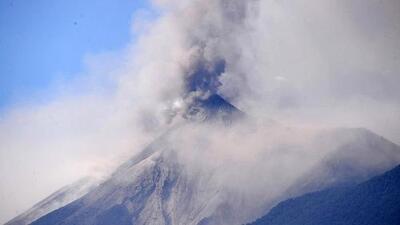 Volcán de Fuego en Guatemala aumenta su actividad obligando a más evacuaciones en zonas aledañas