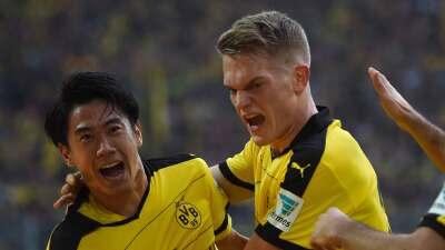 El Dortmund se impone al Schalke en el clásico de la cuenca del Ruhr y acosa al Bayern