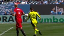¿Era gol? Bono reventó la pelota en Jesús Medina y el balón se metió