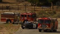 """""""Una situación horrible"""": luto entre bomberos de Los Ángeles por tiroteo que deja a uno de sus compañeros muerto"""