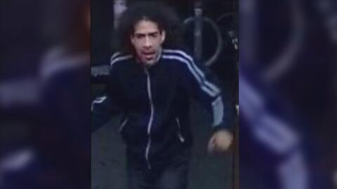 Buscan al sospechoso de apuñalar a un hombre después de una discusión en Manhattan