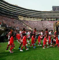Gabriel Barbosa tocó la Copa Libertadores al entrar a la cancha