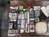 Arrestan y acusan a tres personas por tráfico de drogas: Incautan $ 21,000 en metanfetaminas y 9 armas de fuego