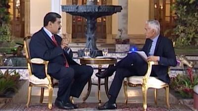 """""""Agarra tu basurita, compadre"""": la reacción de Nicolás Maduro cuando Jorge Ramos le muestra la lista de presos políticos"""