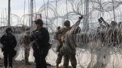 Tijuanenses se roban el alambre de púas que el gobierno de Trump colocó para blindar la frontera