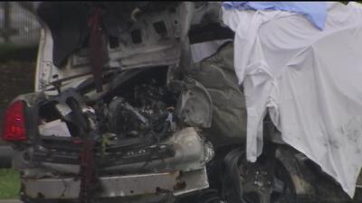 Al menos tres personas perdieron la vida en un aparatoso accidente en el suroeste de Chicago
