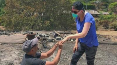 Gracias a un incendio, encuentra el anillo de boda de su esposa y le vuelve a pedir matrimonio