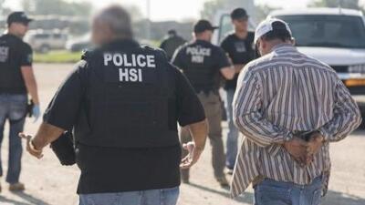 Ofrecen asesoría legal a familiares de los inmigrantes arrestados en una redada en Nebraska