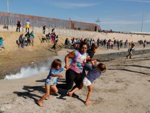 10 impactantes fotografías que describen un año de política de 'tolerancia cero' en la frontera