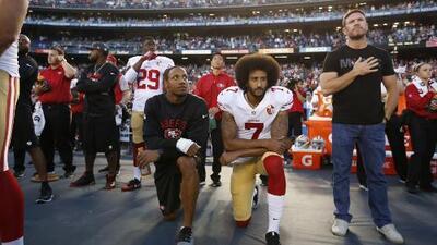 Colin Kaepernick y Eric Reid retiran caso por colusión contra la NFL
