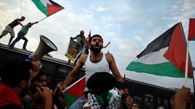 Continúan las protestas en Gaza tras la masacre que dejó cerca de 60 muertos a manos de Israel