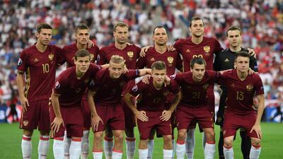 UEFA descalifica a Rusia pero lo deja en suspenso si no hay más violencia