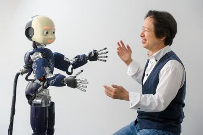 """""""Durante un abrazo, los dos cuerpos se tocan en muchos lugares diferentes. El robot debe usar esta información compleja para calcular los movimientos correctos y ejercer las presiones de contacto oportunas"""" explica Cheng. Agregó que """"esto podría ser muy importante en áreas como el cuidado de enfermería, donde los robots deben estar diseñados para un contacto muy cercano con las personas""""."""