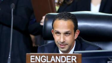 Condenan a 14 meses de prisión al ex concejal Englander por caso de soborno en Los Ángeles
