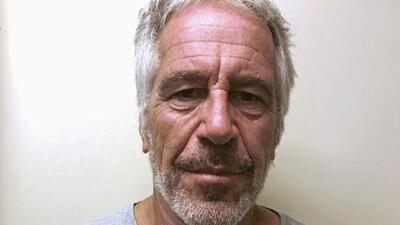 En un minuto: Salen detalles de una autopsia de Epstein citada por el diario The Washington Post