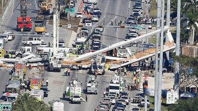 """""""Apúrense, se cayó el puente"""": las llamadas en español al 911 tras el colapso del puente en Miami"""