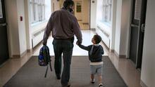 Miles de estudiantes regresan este lunes a las escuelas públicas de Los Ángeles: lo que deben saber los padres
