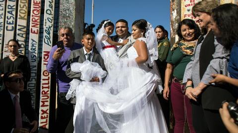 Pareja aprovechó para casarse durante una breve apertura de la frontera entre EEUU y México