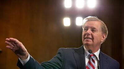 Senador Graham propone cambiar radicalmente la ley de asilo: se deberá pedir fuera de EEUU