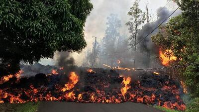 Por qué no se puede detener la lava del volcán Kilauea que devora decenas de casas en Hawaii