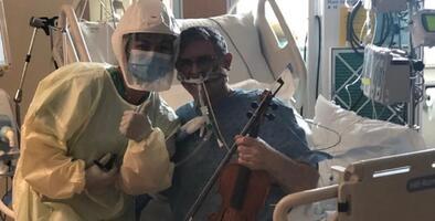 Un paciente intubado con coronavirus toca el violín como agradecimiento al personal médico