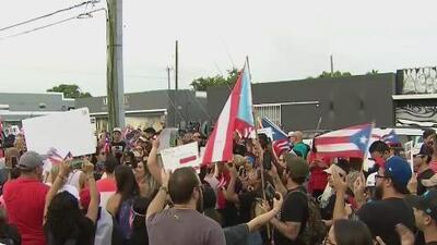 """""""Ricky, renuncia"""": puertorriqueños en Miami continúan las protestas en contra de Rosselló"""