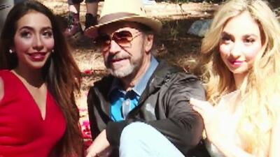 En su papel de papá, Marco Antonio Solís llegó a apoyar a sus hijas en la filmación de su video musical