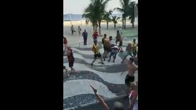 Bronca espectacular entre aficionados de Flamengo y Peñarol
