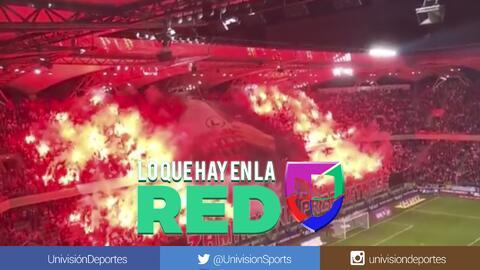 Ultras del Legia de Polonia iluminaron su estadio con bengalas