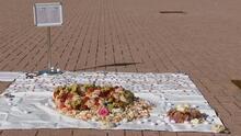 Con flores en forma de corazón en lugares públicos de Chicago buscan honrar a las víctimas del coronavirus