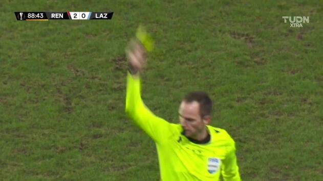 Tarjeta amarilla. El árbitro amonesta a Danilo Cataldi de Lazio