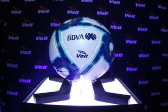 Así se ve el balón de futbol Voit Loxus para el torneo Apertura 2019 de la Liga MX