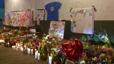 Con altar improvisado, recuerdan a empleada de supermercado baleada en Los Ángeles
