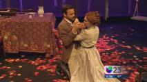 Nilo Cruz estrena un clásico del teatro en Miami