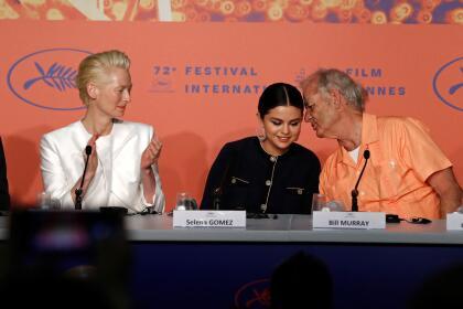 """En la comedia de terror 'The Dead Don't Die', co-protagonizada por Bill Murray y Tilda Swinton, Selena Gómez le da vida a una """"hipster obsesionada con el wifi"""", en pleno apocalipsis zombi."""