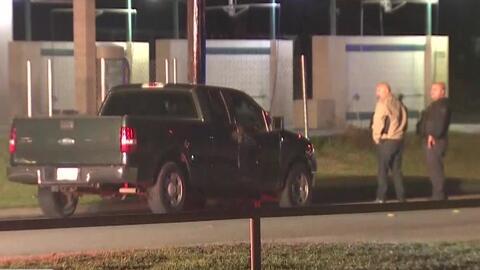 Un oficial dispara contra un sospechoso de estar robando un auto y el individuo se da a la fuga