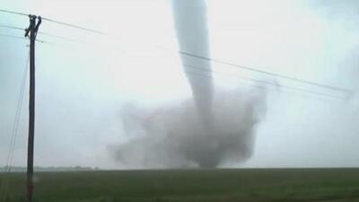 Estela de destrucción: más de 50 tornados han golpeado siete estados desde el fin de semana