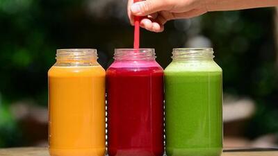 Advertencia 'detox' de fin de año: mujer sufre enfermedad grave tras someterse a dieta de líquidos y hierbas